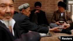 FILE PHOTO - Uighur men drink tea in the old town in Kashgar, Xinjiang Uighur Autonomous Region, China, March 22, 2017. REUTERS/Thomas
