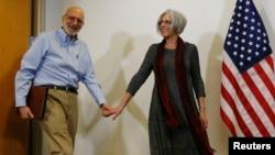 Alan Gross junto a su esposa Judy, luego de su liberación.