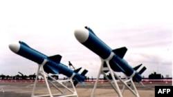 Bộ Quốc phòng bác bỏ cáo buộc là đảo quốc này bị gián điệp Trung Quốc thâm nhập khiến Mỹ ngần ngại khi bán vũ khí cho Đài Loan.