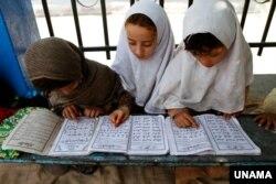Anak-anak mengaji selama bulan Ramadan di Afghanistan (foto: ilustrasi).