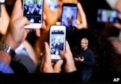 Tim Kuk iPhone 7-i açıqlayır