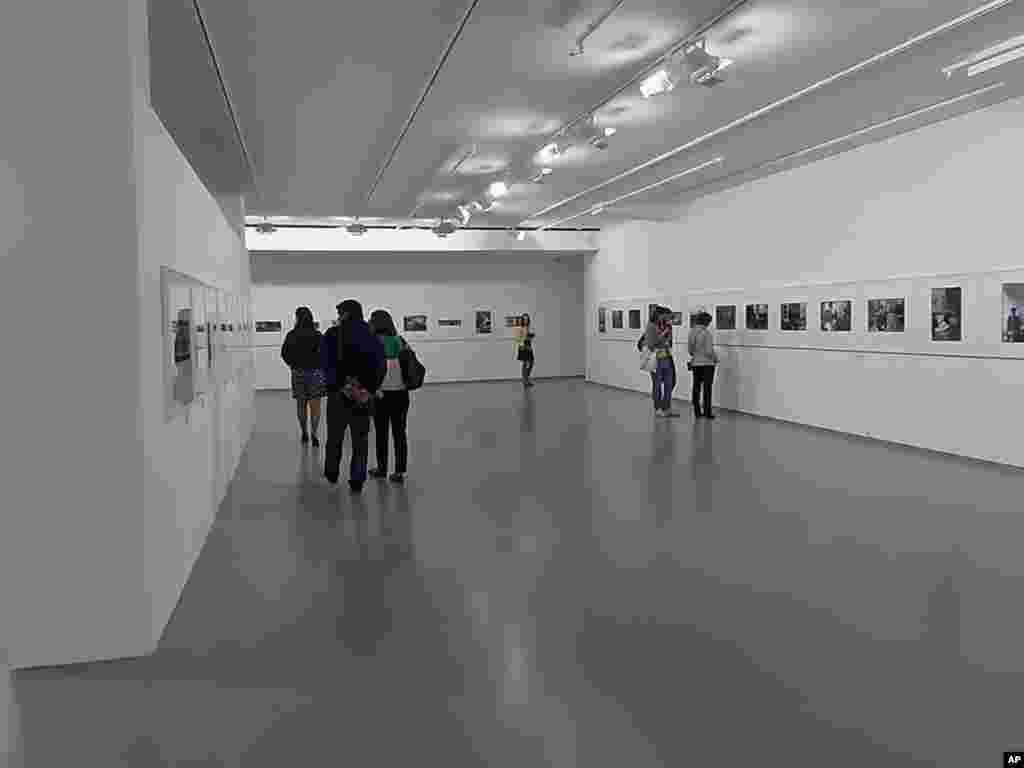 中国知名艺术家艾未未摄影展在莫斯科的展出大厅