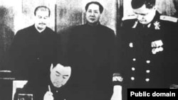 1950年《中蘇友好同盟互助條約》在莫斯科簽字,斯大林和毛澤東參加儀式,周恩來代表中方簽署。中國和俄羅斯的前身蘇聯曾是盟國。(中國老照片)