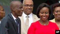 Président ya Haïti Jovenel Moise (G) na molongani wa ye Martine Moise, na Port-au-Prince, Haiti, 23 mai 2018. (AP Photo/Dieu Nalio Chery, File)