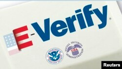 Según datos del USCIS aproximadamente unos 1500 nuevos empleadores se inscriben cada semana al E-Verify.