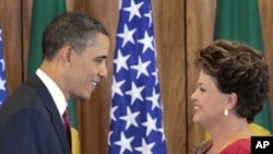 """US President Barack Obama, left, shakes hands with Brazilian President Dilma Vana Rousseff, right, following their joint news conference at the Palacio do Planalto in Brasilia, Brazil, Saturday, March 19, 2011. """""""