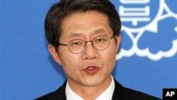 류길재 한국 통일부 장관이 6일 기자회견에서 북한에 남북장관급회담을 제안했다.