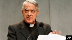 El vocero del Papa, Federico Lombardi, dio una rueda de prensa en el Vaticano.
