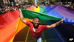 La comunidad gay ha visto cómo en cuestión de meses muchos gobiernos han reconocido sus derechos, incluido el de contraer matrimonio legalmente.