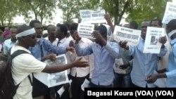 Une manifestation devant un tribunal de N'Djamena lors de la comparution fin 2016 de cinq leaders de la société civile.