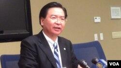 台灣民進黨政策會執行長及駐美代表吳釗燮 (美國之音 鍾辰芳拍攝)