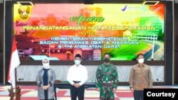 "(Ki-Ka) Kepala BPOM, Menko PMK, KSAD TNI dan Menkes dalam Penandatangan Nota Kesepahaman ""Penelitian Berbasis Pelayanan Sel Dendrintik"" di Jakarta, Senin, 19 April 2021. (Foto: TNI)."
