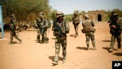 Pasukan Perancis melakukan patroli di Gao, Mali (foto: dok).