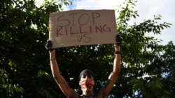 Protest pred Belom kućom