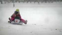 สนุกสนานวันหิมะโปรยปราย ที่กรุงวอชิงตัน