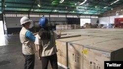Llegada de primer cargamento de congeladores recibidos por el equipo de UNICEF en Caracas, el 5 de mayo de 2021. [Foto: UNICEF Venezuela]