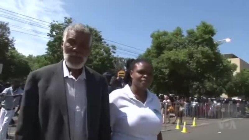 Arrivée des proches de Jacob Zuma avant l'audience (vidéo)