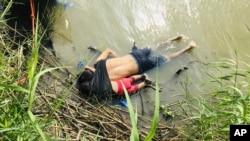 Tela oca i ćerke koji su se udavili u reci Rio Grande
