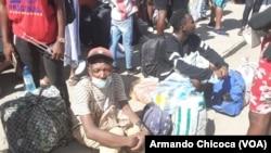 Passageiros para o Lubango retidos na estação de autocarros devido à greve dos motoristas no Namibe. 1 de Abril 2021