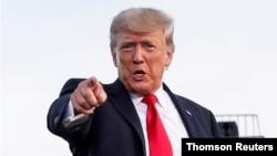 ٹرمپ انتظامیہ کے دور میں اس وقت کے خزانے کے سیکریٹری اسٹیون منچن نے کہا تھا کہ وہ ڈونلڈ ٹرمپ کے ٹیکس ریٹرن کانگریس کو فراہم نہیں کریں گے۔ (فائل فوٹو)
