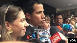 El presidente encargado de Venezuela, Juan Guaidó, se encontraba con su evento en un evento político en una universidad en Caracas. [Foto: Alvaro Algarra, VOA].