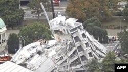 Spasilačke ekipe tragaju za zatrpanima u jednoj od zgrada srušenih u zemljotresu koji je pogodio Novi Zeland