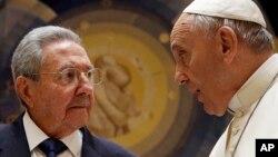 Shugaban Cuba Raul Castro da Paparoma Francis
