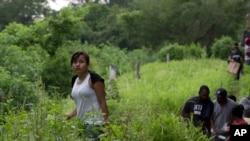 一名十四歲危地馬拉的非法入境兒童2014年被發現(資料圖片)