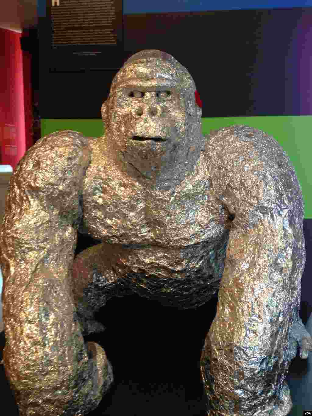 "Dean Millien's ""Gorilla"" at the ""Human, Soul and Machine: The Coming Singularity"" exhibit at the American Visionary Art Museum in Baltimore, Maryland. (Julie Taboh/VOA)"
