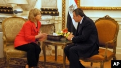 U.S. Secretary of State Hillary Clinton meeting with Egyptian Prime Minister Essam Sharaf in Cairo, March 16, 2011.