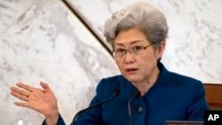 Bà Phó Oánh, phát ngôn nhân Quốc hội Trung Quốc, trong cuộc họp quốc hội tại Đại Sảnh Đường Nhân Dân ở Bắc Kinh ngày 4/3/2016.