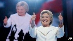 Kandidat preside AS dari Partai Demokrat, Hillary Clinton, pada hari terakhir Konvensi Nasional Partai Demokrat di Philadelphia (28/7). (AP/Carolyn Kaster)