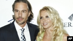 Singer Britney Spears, right, and Jason Trawick (file photo)