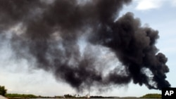 De la fumée après l'explosion d'un oléoduc au Nigéria (AP, archives)
