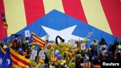 Des Catalans pro-indépendantistes, à Bruxelles, le 7 décembre 2017.