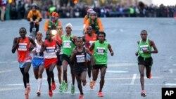 Runners leading the New York Marathon