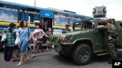 8일 태국 방콕 중심가에서 군인들이 경계 근무를 서고 있다.