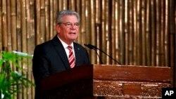 ဂ်ာမန္သမၼတ Joachim Gauck ရန္ကုန္တကၠသိုလ္မွာ မိန္႔ခြန္းေျပာၾကားစဥ္။