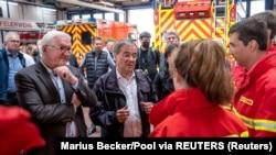 德國總統施泰因邁爾等人視察災區,慰問當地救護人員(2021年7月17日)