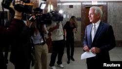 田纳西州联邦参议员科克在国会山宣布他将在任期结束后退休。(2017年9月26日)