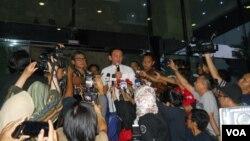 Gubernur DKI Jakarta Basuki Tjahaja Purnama (Ahok) melaporkan dugaan dana siluman dalam penyusunan anggaran APBD DKI Jakarta kepada KPKdi Jakarta, Jumat (27/2).