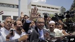 Makhdoom Shahabuddin (tengah) yang dinominasikan sebagai PM baru Pakistan, menghadapi surat perintah penangkapan terkait skandal pelangaran kuota impor obat (foto: dok).