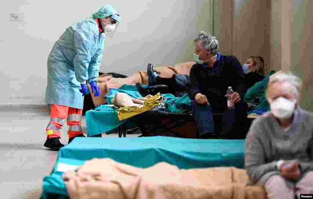 اٹلی میں کرونا وائرس کے 12384 مریض صحت یاب ہو چکے ہیں جب کہ ملک بھر میں طویل لاک ڈاؤن ہے۔