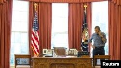 Predsednik Barak Obama razgovara sa ruskim predsednikom Vladimirom Putinom o krizi u Ukrajini