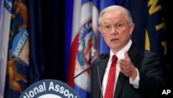 Le procureur général Jeff Sessions prononce un discours lors de la réunion hivernale annuelle de l'Association nationale des procureurs généraux, le 28 février 2017, à Washington.