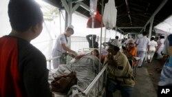 Nạn nhân động đất đang được cứu chữa ở Bali