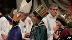El papa Francisco celebra la misa de Año Nuevo en la basílica de San Pedro, en el Vaticano, el lunes 1 de enero.