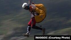 Jafro Megawanto bekerja sebagai pelipat parasut sebelum menjadi atlet.