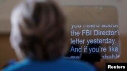 Ứng cử viên tổng thống Ðảng Dân chủ Hillary Clinton nói về cuộc điều tra của FBI nhắm vào các email của bà trong một cuộc mít tinh tại bãi biển Daytona, Florida, 29/10/2016.