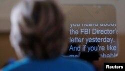 美国民主党总统提名人希拉里在佛罗里达德通纳海滩的竞选集会上谈论FBI调查其电子邮件的事件(2016年10月29日)